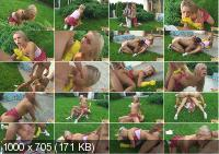Gorgeous Garden Slut - Amateurs (SabrinaBlond.com | SD | 153 MB)