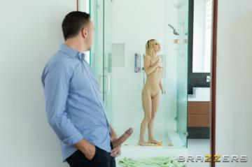[BrazzersExxtra] Bella Ellise Rose - Shes Sweeter When Wet (2020) 1080p